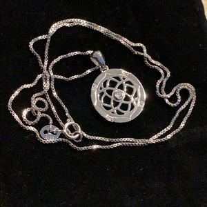 .925 Lotus Flower And Box Chain